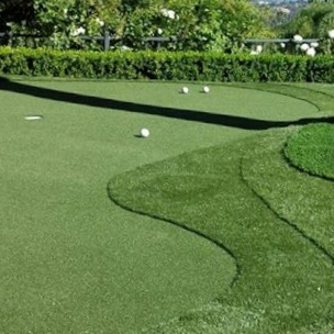 big or small synthetic grass putting greens available with SYNLawn®