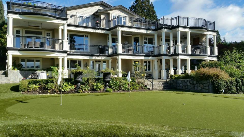 Synthetic grass putting greens on residential landscapes