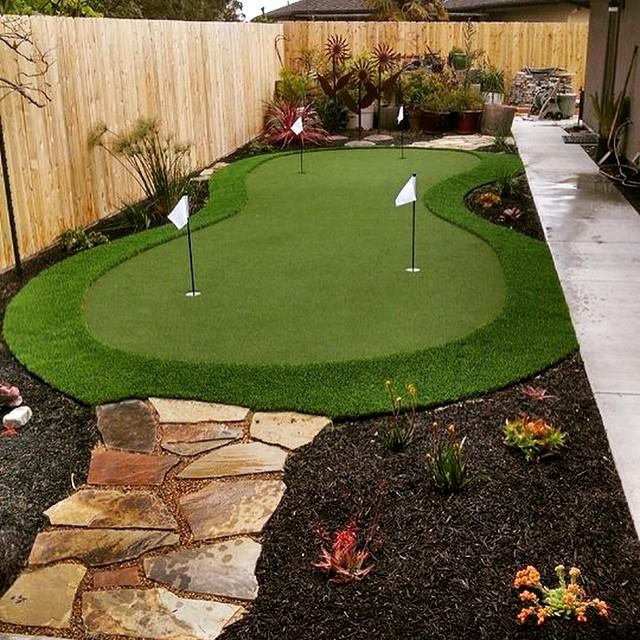 Vancouver putting green in your own backyard. Easy, breezy and fun!